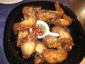 Alitas de pollo con sésamo y salsa barbacoa